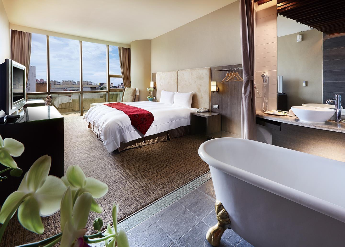 L.T. City Hotel