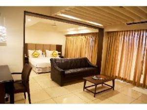 Vista Rooms near Railway Station-Surat