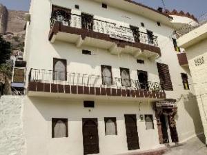 Bhavyam Heritage Guest House & Rooftop Restaurant