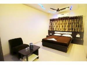 Vista Rooms @ Lal Darwaja Station Road