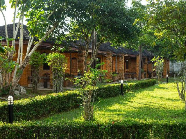 รักษ์ไทย รีสอร์ต – Raks Thai Resort