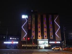 โรงแรมเวสเทิร์น ริเวอร์ (Western River Hotel)