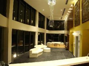 Woodcreek Resort And Spa
