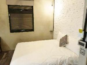 Groupie Apartment