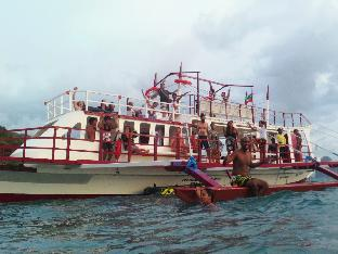 picture 5 of El Nido Party Boat Expeditions