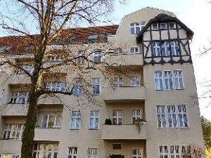 2 Bedroom Apartment Manteuffelstrasse 2