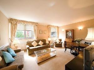 The Mansions at Earls Court 2 Bedroom Apartment 4