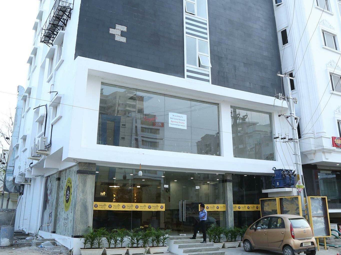 Falcons Nest Lariviera Hotel
