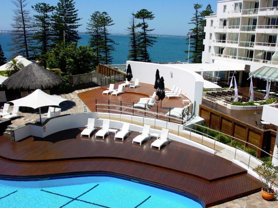 Novotel Brighton Beach Hotel