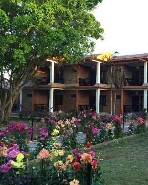 關於洲塔里花園度假村 (Chautari Garden Resort)