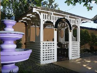 picture 4 of Purple Fountain Inn