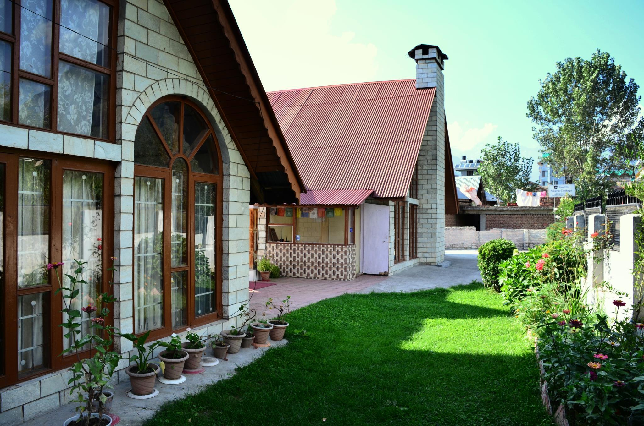 WoodyVu Shuru Cottage