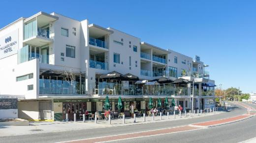 Mullaloo Beach Hotel & Apartments