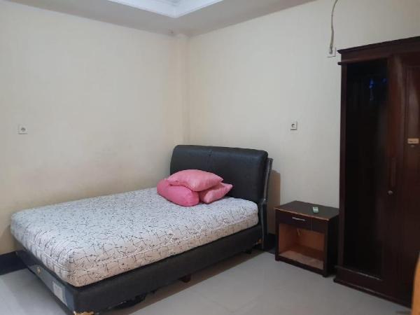 OYO 2832 Wisma Sukatani Indah Jakarta