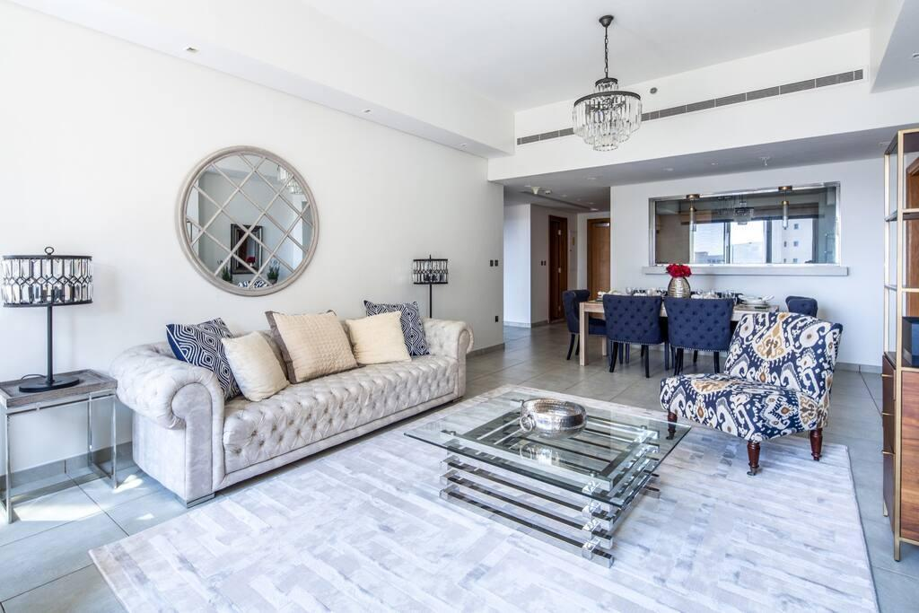 Refined 2BR Luxury Apartment At Palm Jumeirah