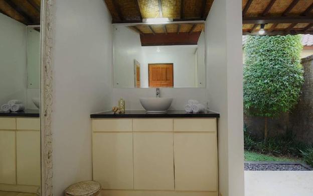 Stylish Tropical Oasis - Huge garden & pool