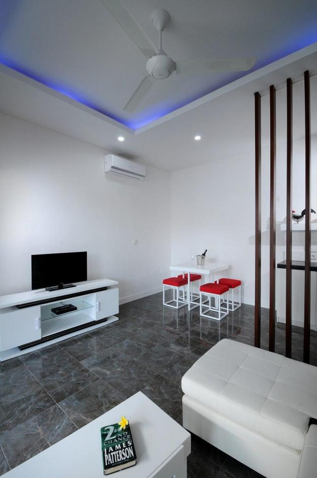 Large, quiet apartment with huge shared pool