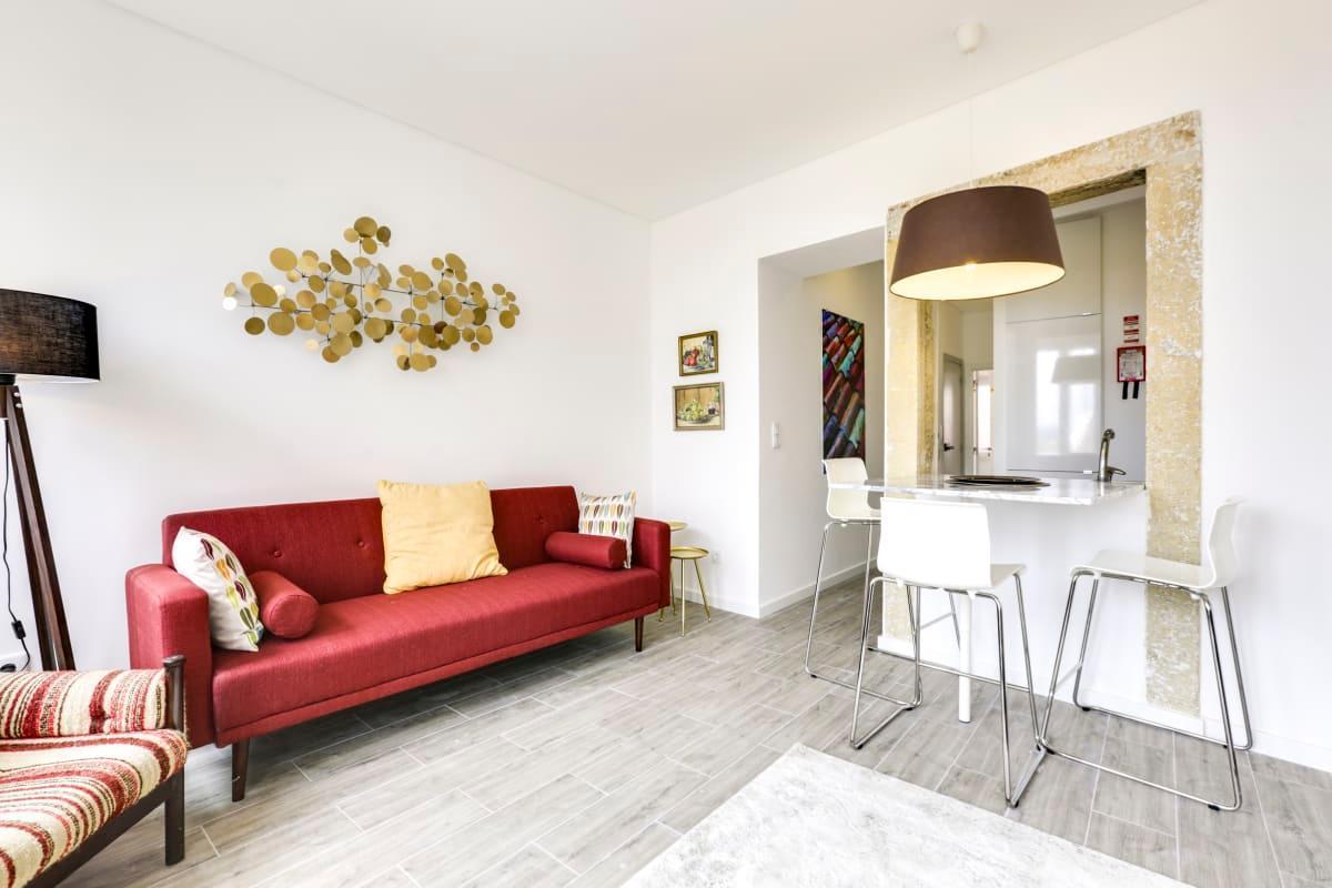 Cosy & Bright Apartment With Balcony