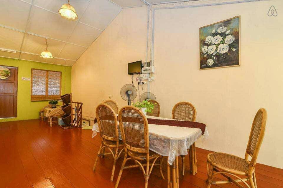 Private 6 Ppls House In Jonker Street  53Kasturi