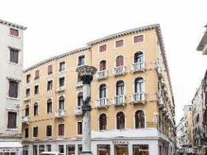 サン テオドロ パレス ラグジュアリー アパートメンツ (San Teodoro Palace - Luxury Apartments)