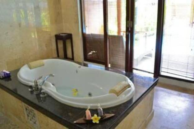 Best 1BR Villa with Private PoolKut