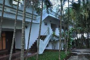 關於維提里塔達卡姆度假村 (Vythiri Thadakam Resort)