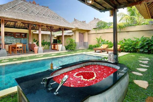 .Honeymoon Suite Pool Villa - Breakfast