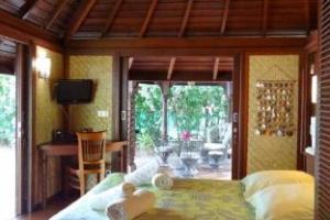 Robinson's Cove Villas - Bougainville Bungalow