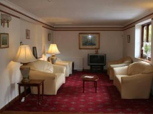 Yardley Manor Hotels image