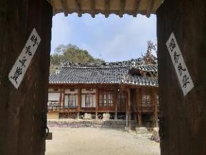 Choongsindang Hanok