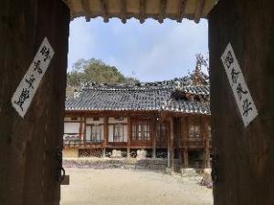 Choongsindang Hanok