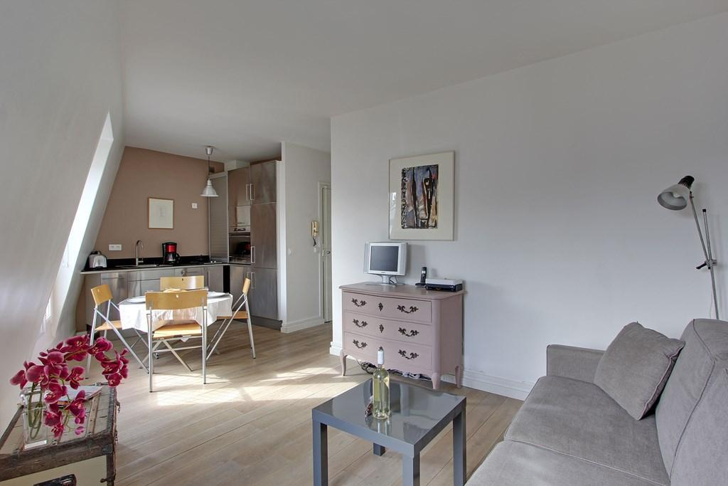102173 - A charming 2-room apartment for 4 people with a view over the roofs, in Les Halles neighbor