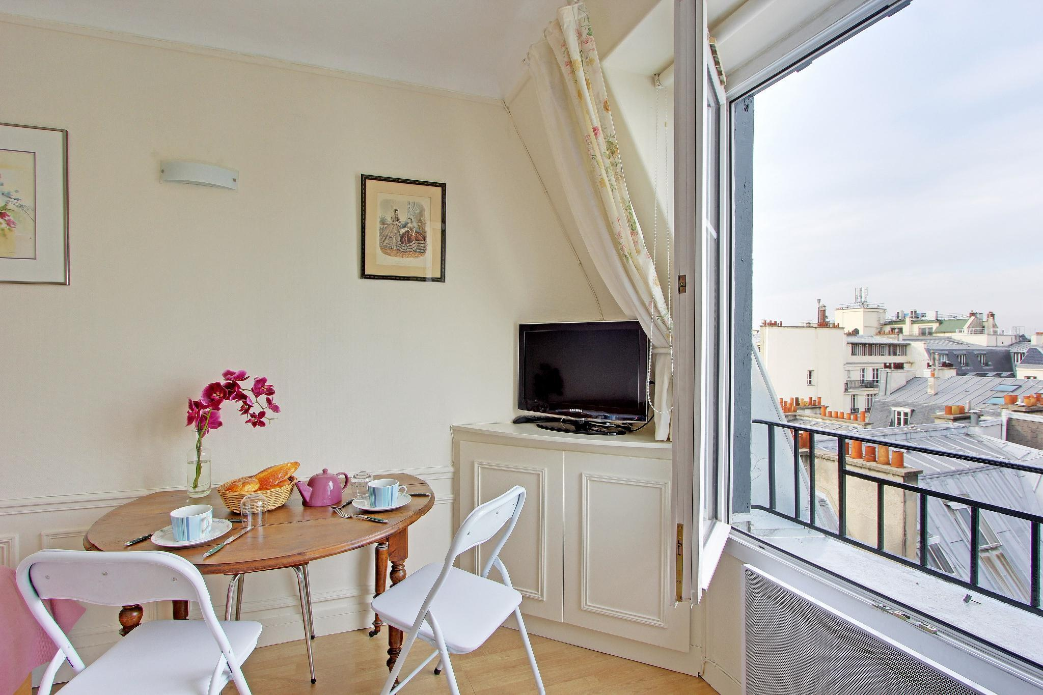 S08160 - Cozy studio for 2 people in Madeleine with a stunning view on  Sacré-Coeur, metro Havre