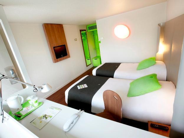 Campanile Voisins Le Bretonneux Hotel