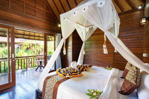 Karang Mas Villa (Deluxe Hut Pool View)
