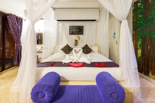 Romantic 1BR Pool Villa In Kuta Center