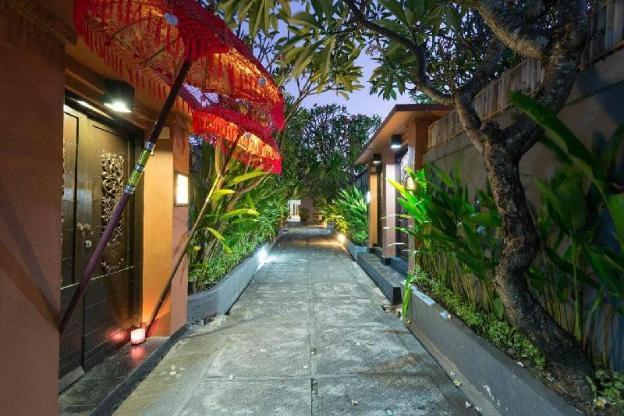1BR Honeymoon Private Pool Villa In Heart of Kuta