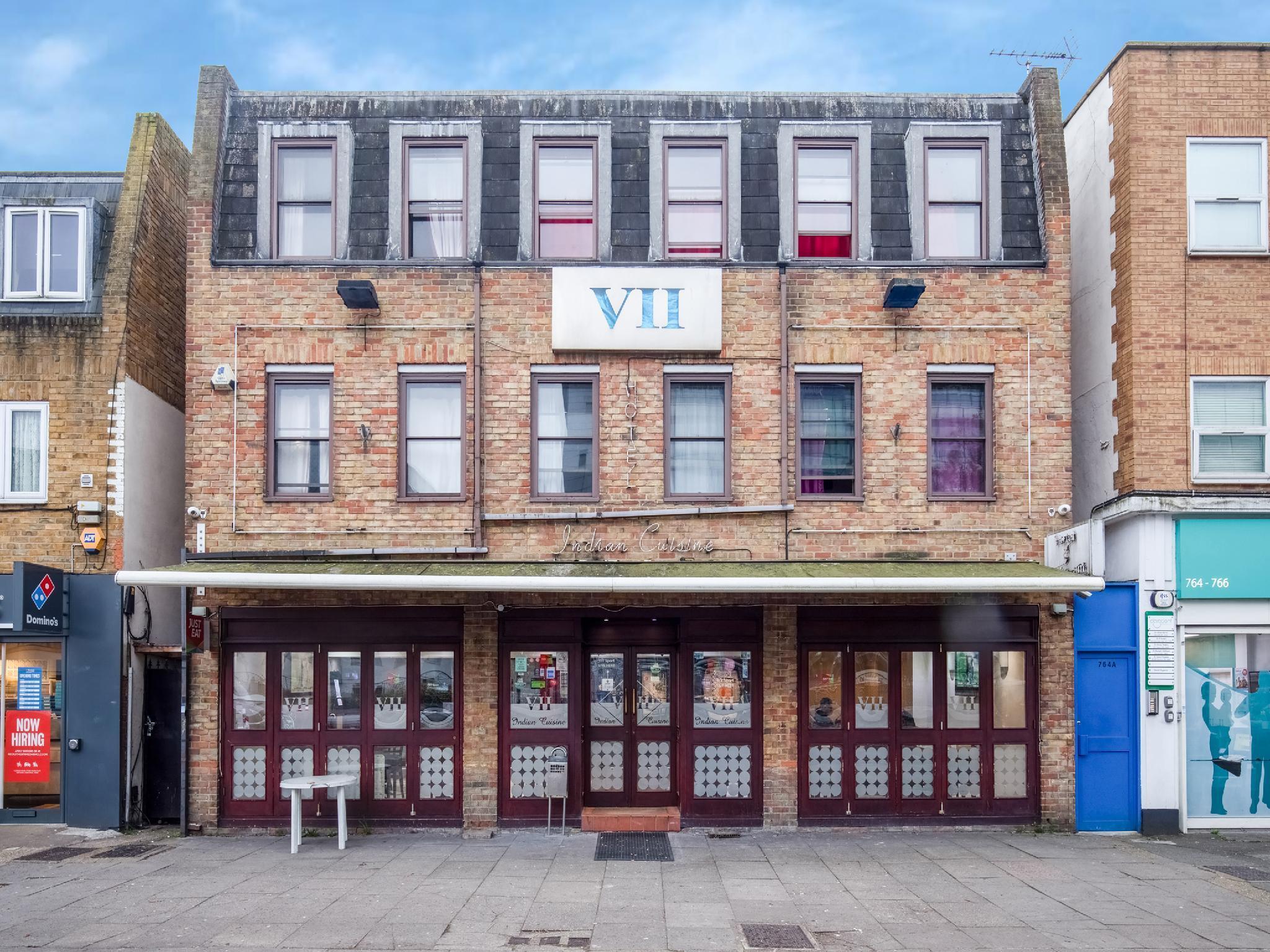 Vii Hotel & Restaurant