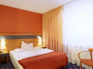 洛伊斯默克环形酒店 (Ringhotel Loews Merkur)
