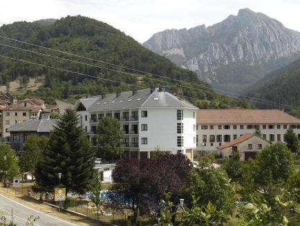 Hotel Y Apartamentos SNO Isaba