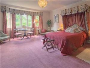 โรงแรมเรดโค้ทฟาร์มเฮ้าส์ (Redcoats Farmhouse Hotel)