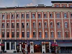 Dalton Hotel and Suites