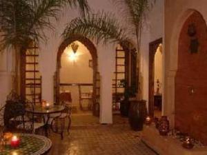 關於利亞德內爾哈飯店 (Riad Nerja)