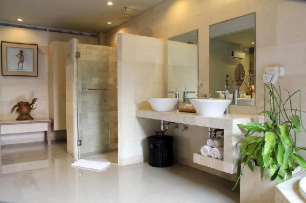 One BR Terracotta Suite with a Bathtub - Breakfast