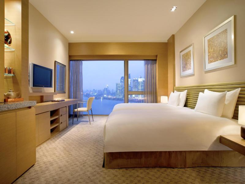 Hyatt on the bund shanghai china overview for Chambre commerce chine