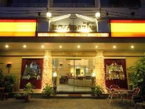 Silom Avenue Inn Hotel