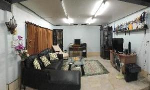 Ekkamai 10 Guesthouse