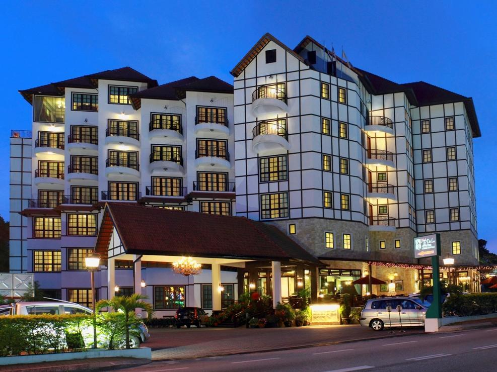 Hotel De'La Ferns