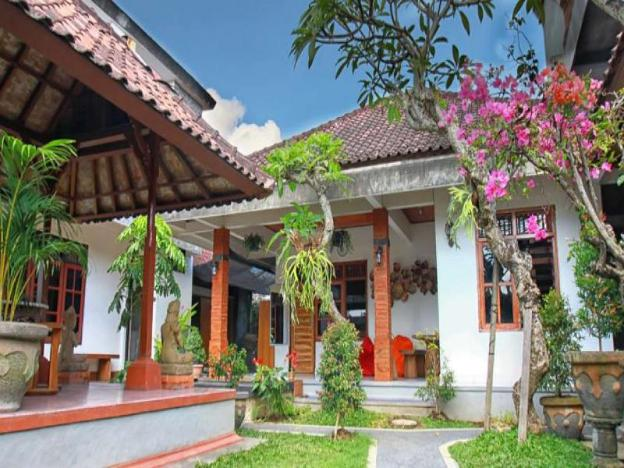 Halaman Depan Hostel