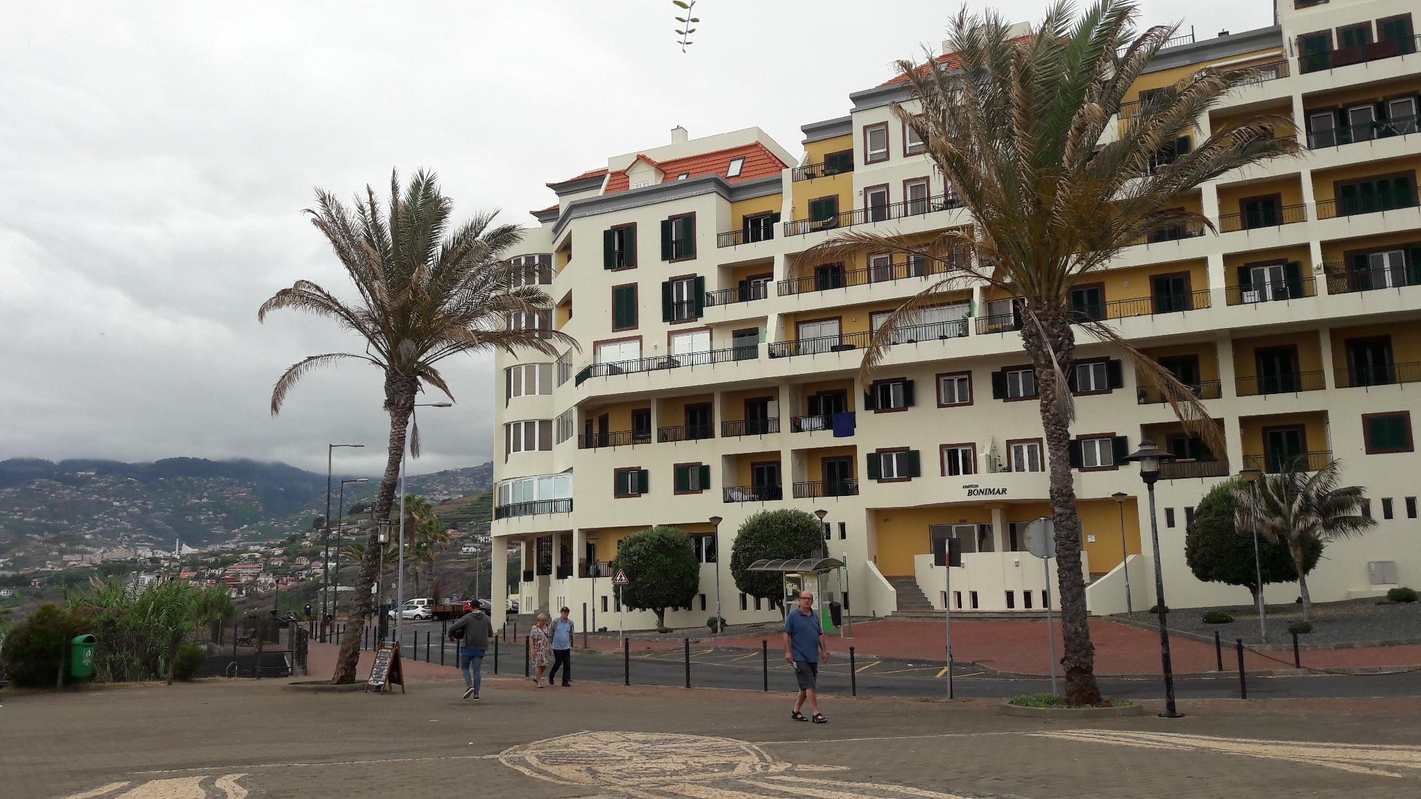 Front ocean apartment huge balconies natural swiming pools maritime promenade